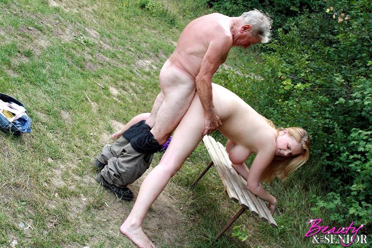 в общественных местах порно стариков фото аделаида