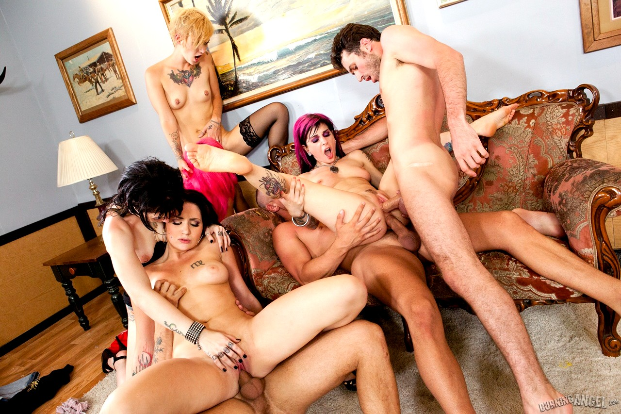Miniskirt fucks orgy sex — photo 5