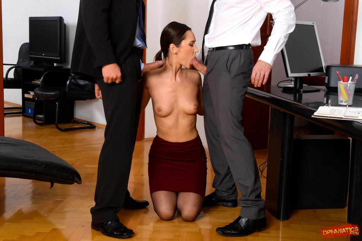 был застелен голые на собеседовании директора фото вызов проститутки