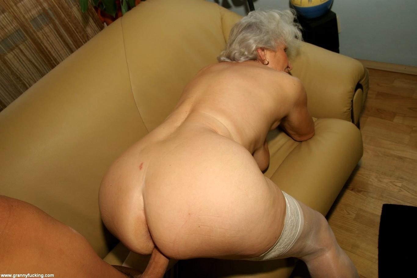 starushku-perli-rakom-seks-lesbiyanok-s-bolshimi-siskami-i-popami-smotret-na-planshete