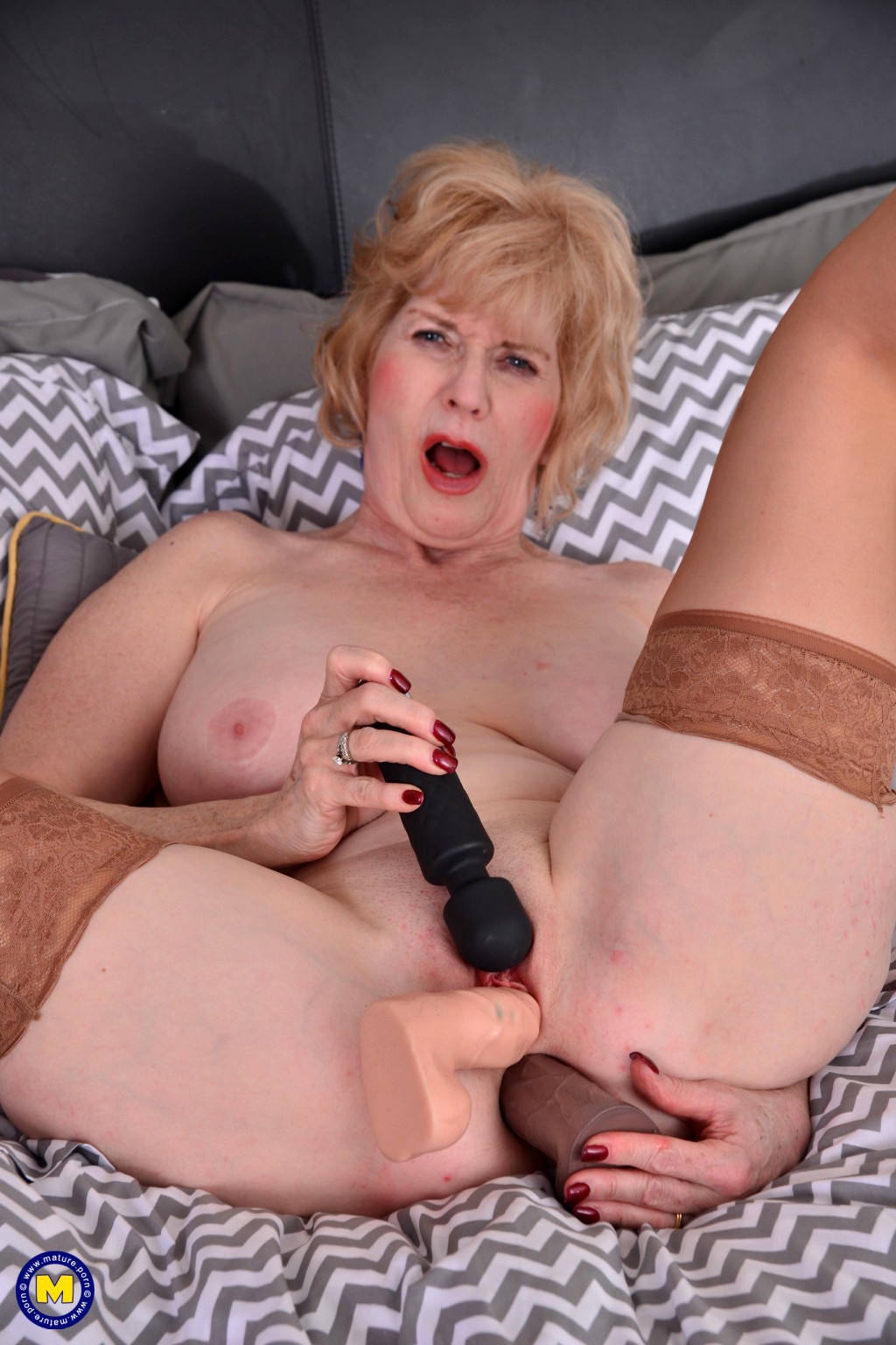 mature xxx photos
