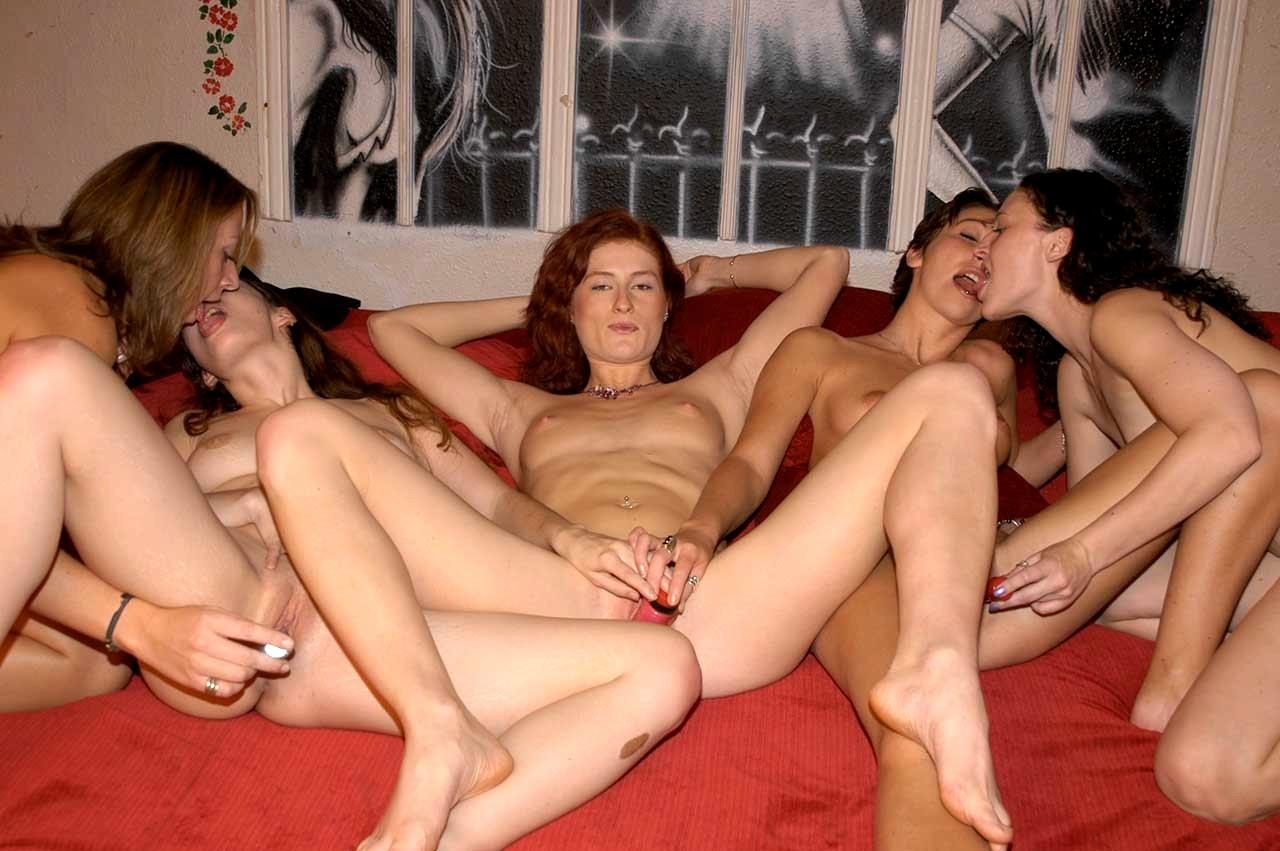 Скрытая камера вечеринка в дома лесбиянки рисунки картинки