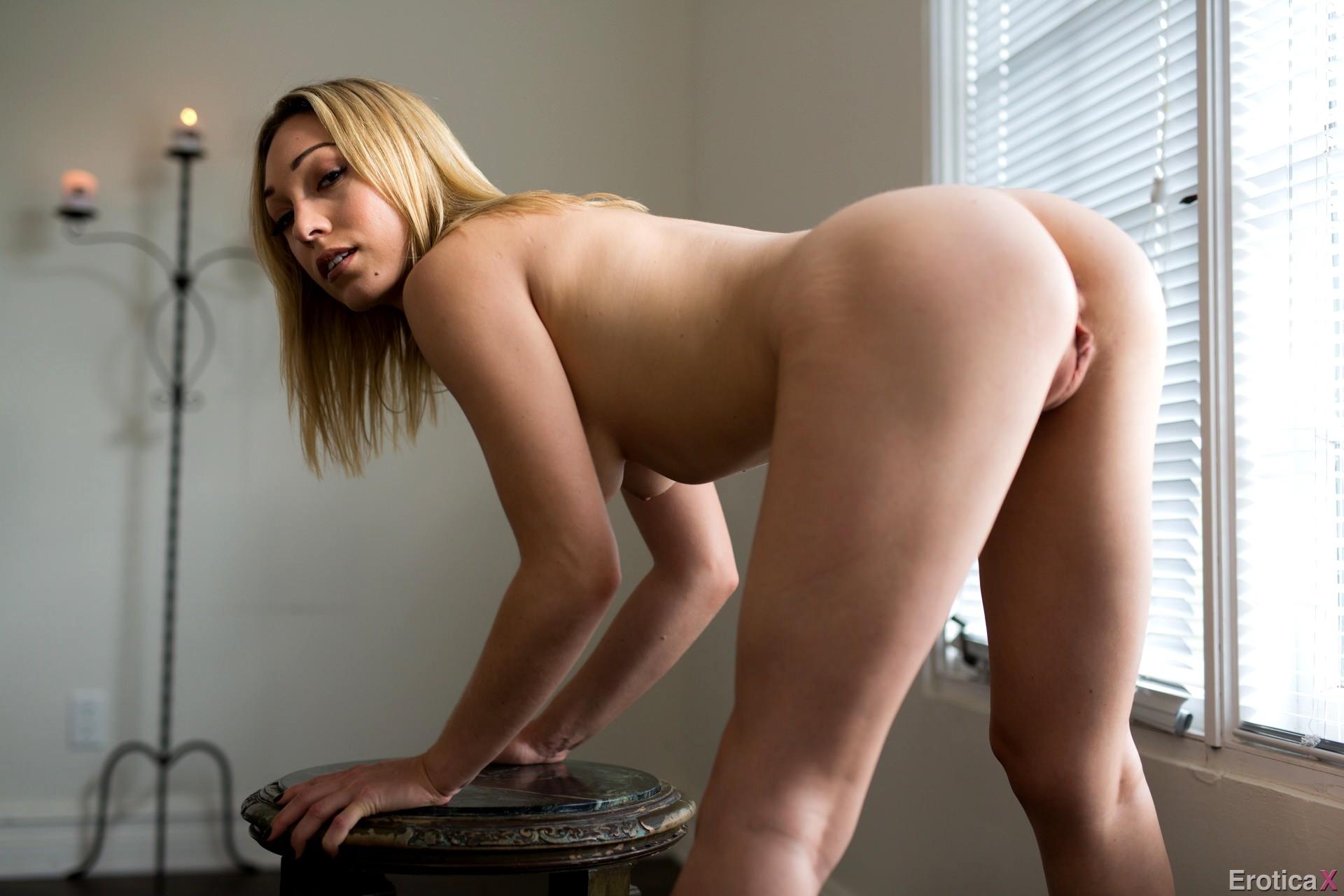sunny leone giving blow job naked